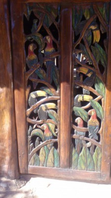 arte-madeira-entalhada-pousada-boomerang