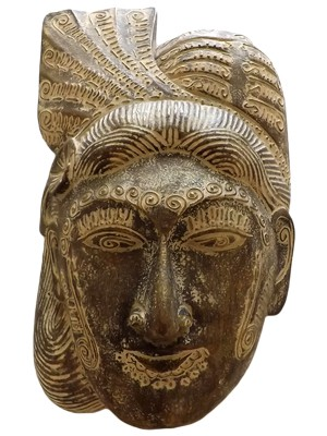 máscara balinesa em madeira