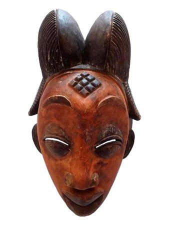 Máscara africana rara em madeira