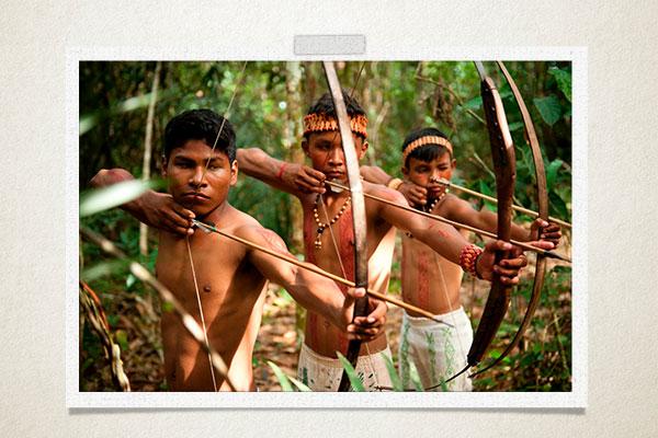 Jovens-indígenas-caça-sobrevivência-habitat