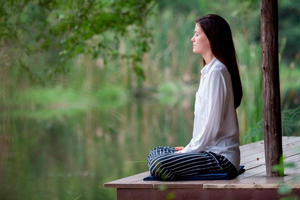 Concentração-reflexão-meditação-ambiente-externo