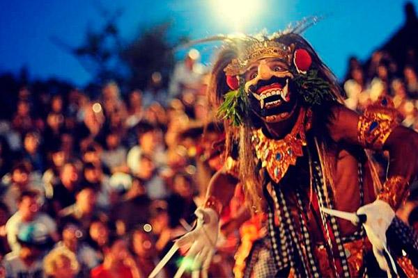 Dança-Tradicional-Balinesa-Lelong