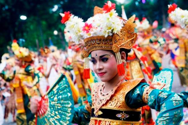 Jovem-Balinesa-Dança-Lelong-Tradicional