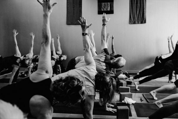 pratica-ioga-equilibrio-interior