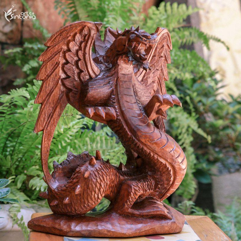 escultura-dragão-alado-bali-simbologia-arte-decoração