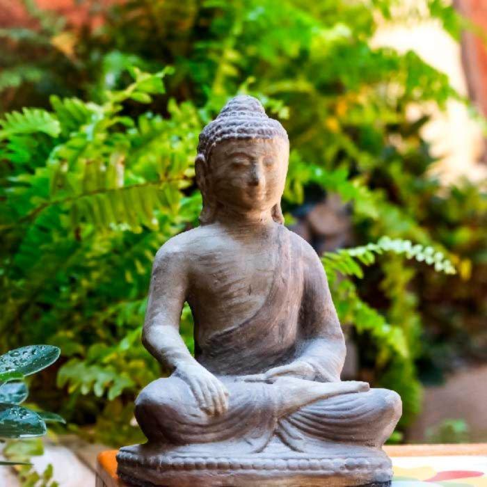escultura-meditativa-buda-cimento-decoração
