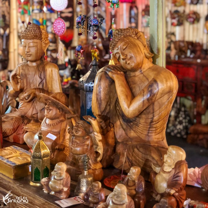 esculturas-buddhas-decoração-madeira-interiores
