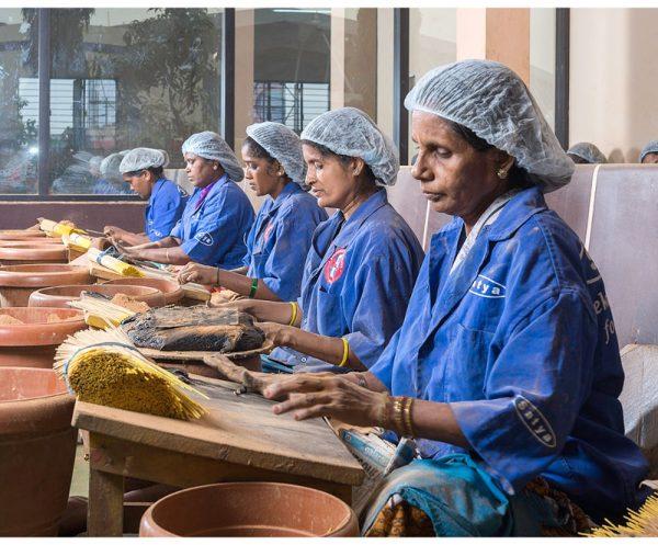 produção-artesanal-satya-nagchampa-incenso-aromaterápico