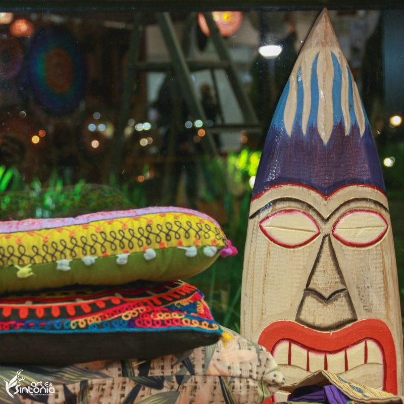 decoracao-tiki-hawaii-placa-madeira-entalhada-totem