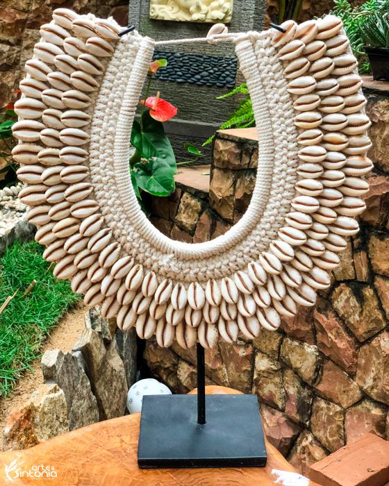 acessorio-feminino-colar-etnico-conchas-suporte-decoracao
