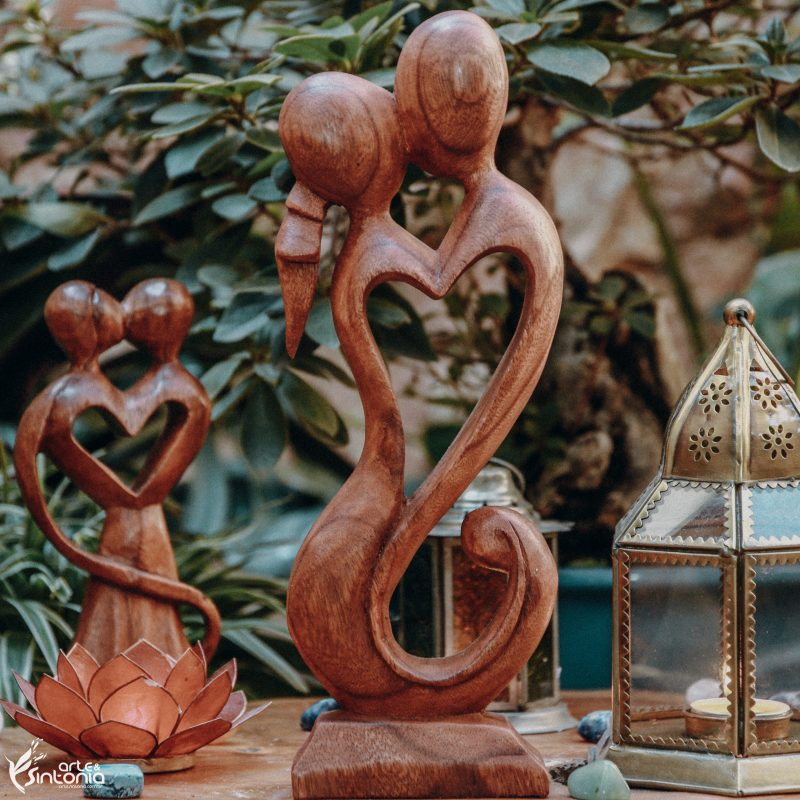 escultura-abstrata-in-love-em-madeira-suar-bali
