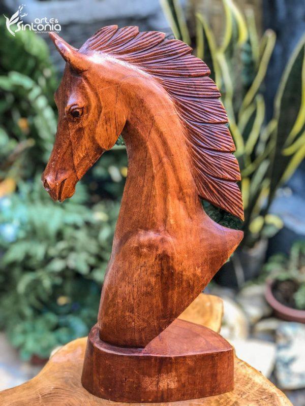busto-figurativo-cavalo-madeira-decoracao-estilo-rustico