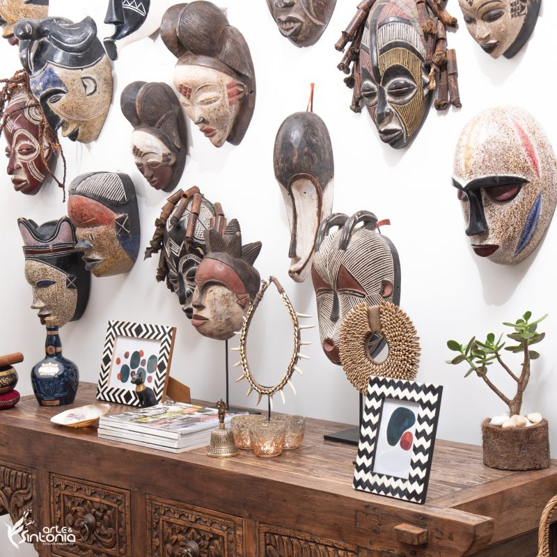 mascara-africana-colar-etnico-moveis-rusticos-decoracao
