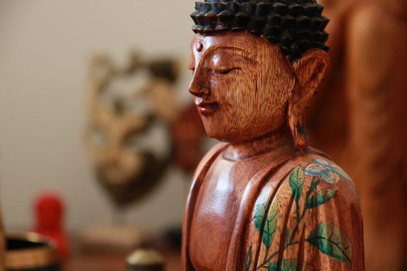 escultura-buda-tattoo-madeira-decoracao-budista