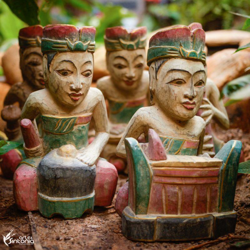 esculturas-etnicas-orquestra-musica-tradicional-bali