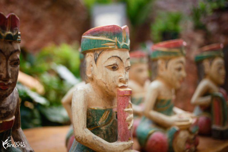 conjunto-esculturas-balinesas-musicos-orquestra-gamelao