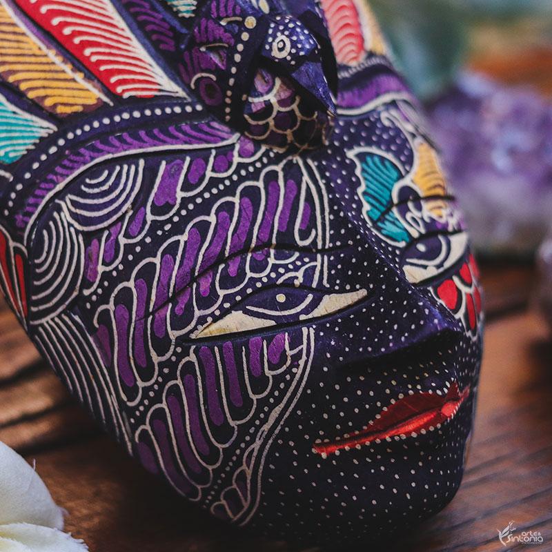 decoracao-parede-mascara-madeira-pintura-artesanal-batik-bali