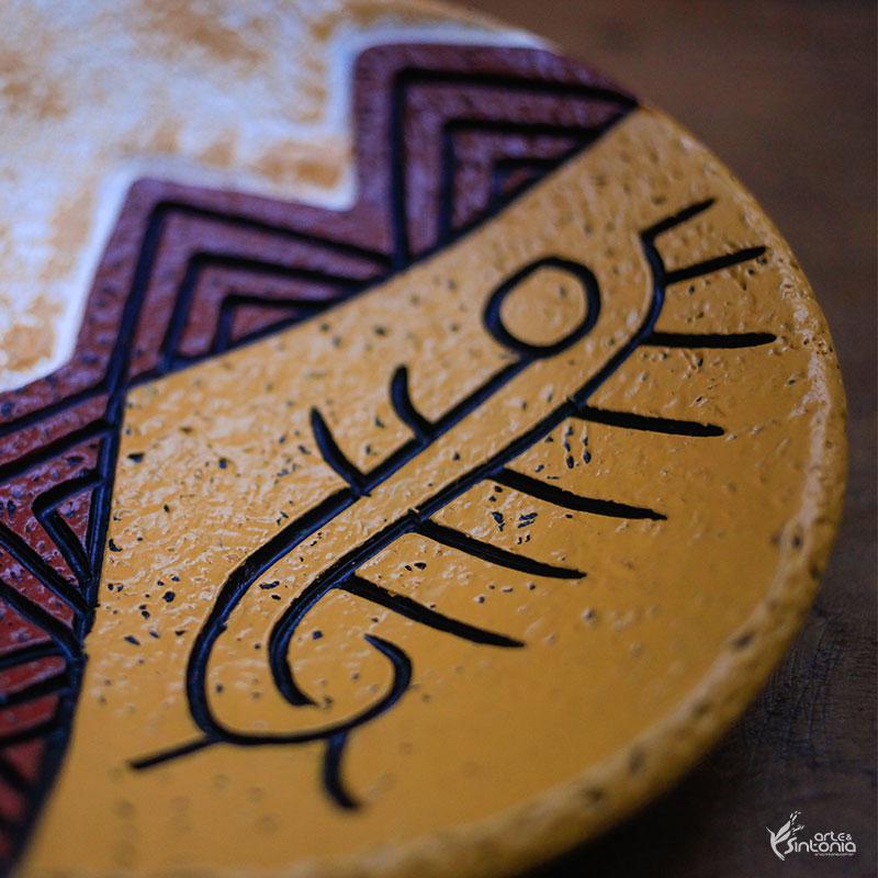 prato-etnico-decoracao-mesa-desenho-rupestre-indigena