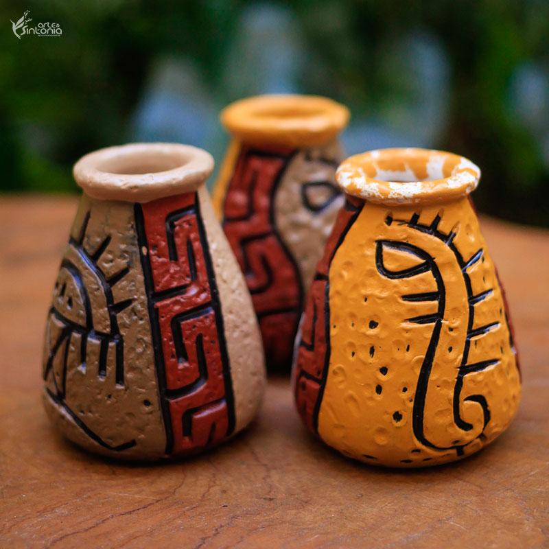 trio-mini-vasos-ceramica-coloridos-pinturas-rupestres