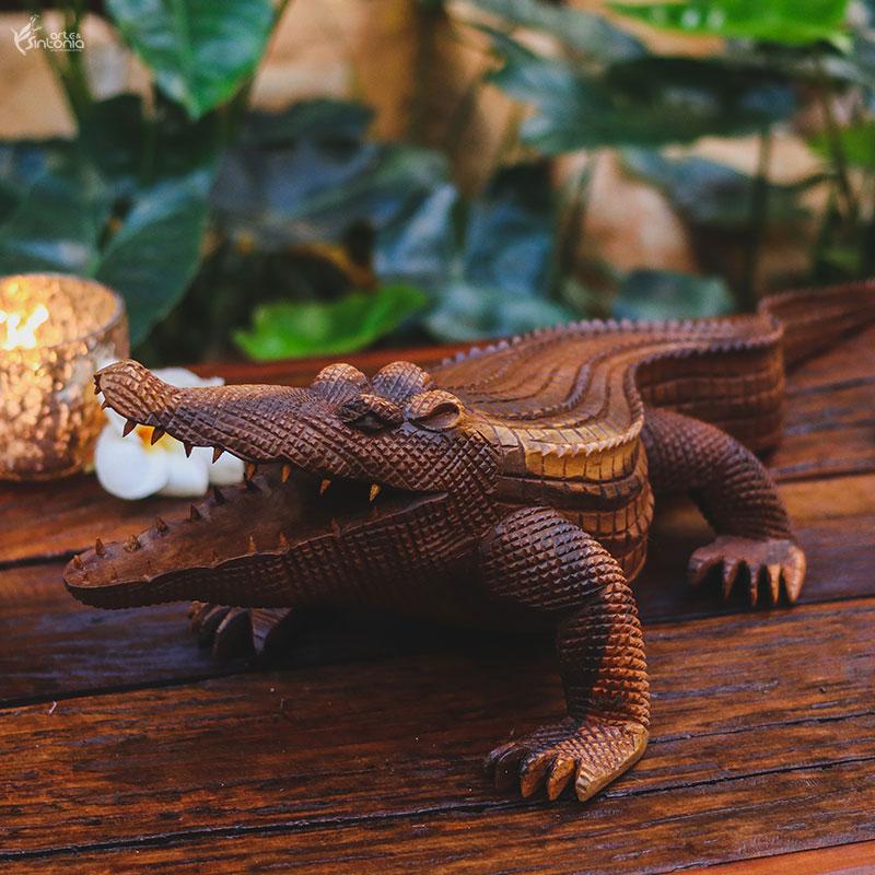 escultura-animal-madeira-realista-crocodilo-bali