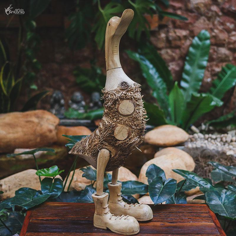 escultura-realista-pato-raiz-madeira-rustica