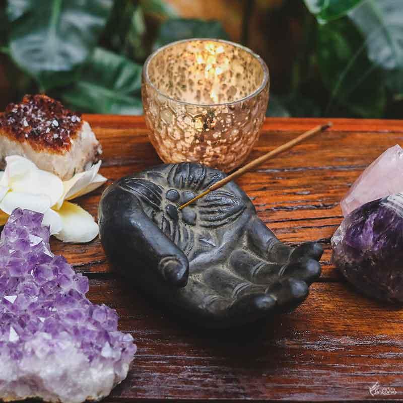 escultura-pedra-mao-abaya-mudra-porta-incenso-decorativo