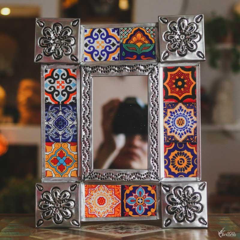 espelho-pequeno-tavalera-mexicano-moldura-personalizada-aluminio-azulejos-coloridos