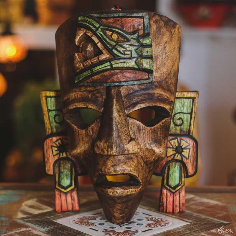 mascara-madeira-rustica-marrom-deus-maia-cultura-asteca-serpente-emplumada