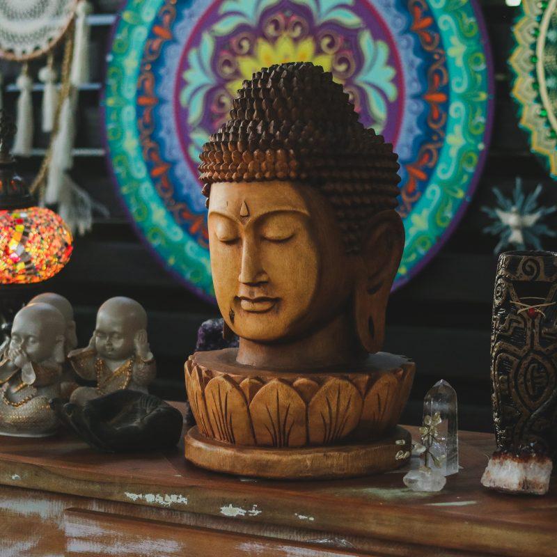 cabeca-buda-madeira-suar-decoracao-budista-espacos-zen