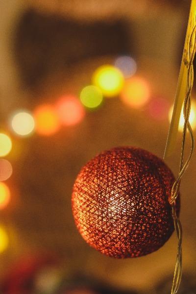cordao-luz-bolas-coloridas-pisca-pisca-luzinha-decorativa-varal-iluminado